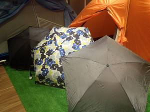 山の隠れた必需品!折りたたみ傘!