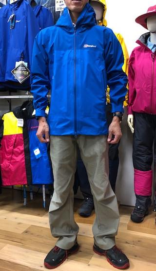 雨の日もアウトドアグッズで快適に!お得なゴアテックス製ジャケットも有ります♪